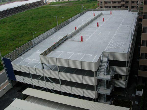 ヴェゼルと立体駐車場